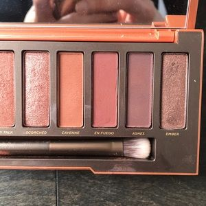 Urban Decay Makeup - NAKED HEAT Eyeshadow Palette- URBAN DECAY